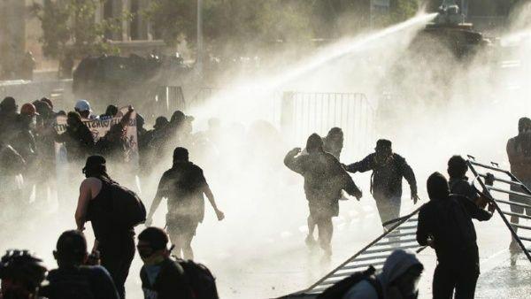 معترضان شیلی خواستار استعفای رئیس جمهوری این کشور شدند