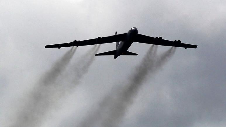 قدرت نمایی دوباره ی بمب افکن های آمریکایی بر فراز خلیج فارس