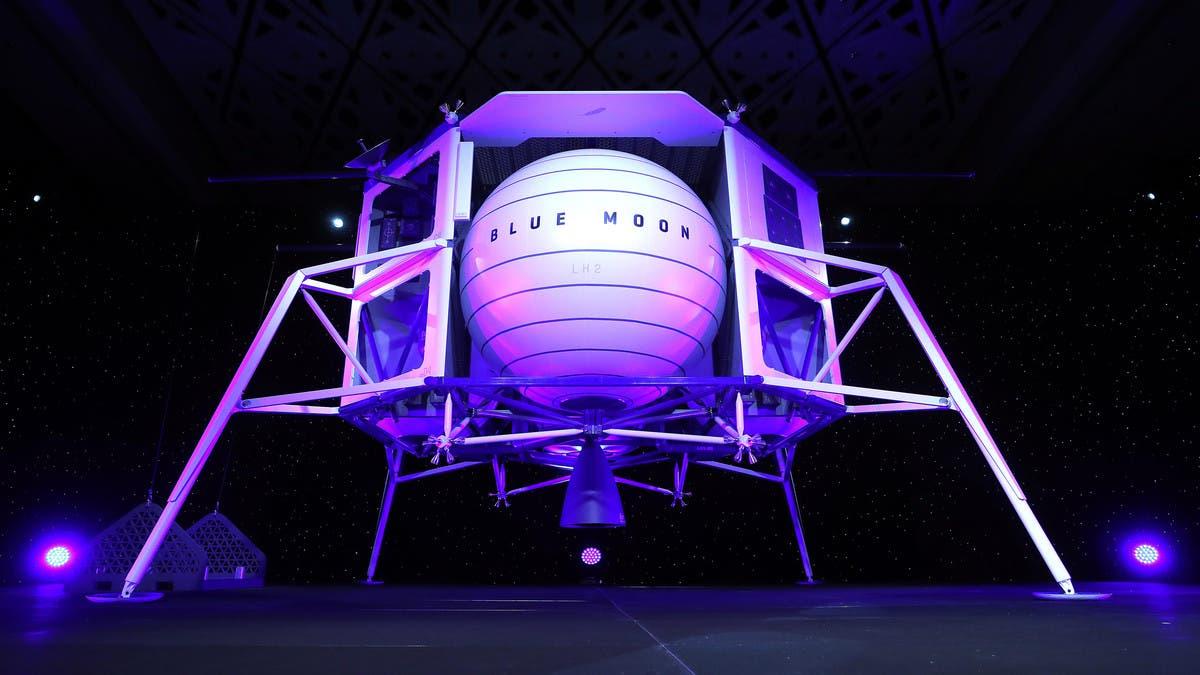 شرکت فضایی جف بزوس برای نخستین بار یک زن را به ماه میفرستد