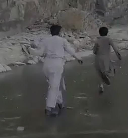 سیستان یخ بسته است ولی مردم گاز ندارند,  حسن روحانی از سال ۱۳۹۵ به مردم سیستان و بلوچستان و زاهدان قول احداث شبکه گازرسانی داده است
