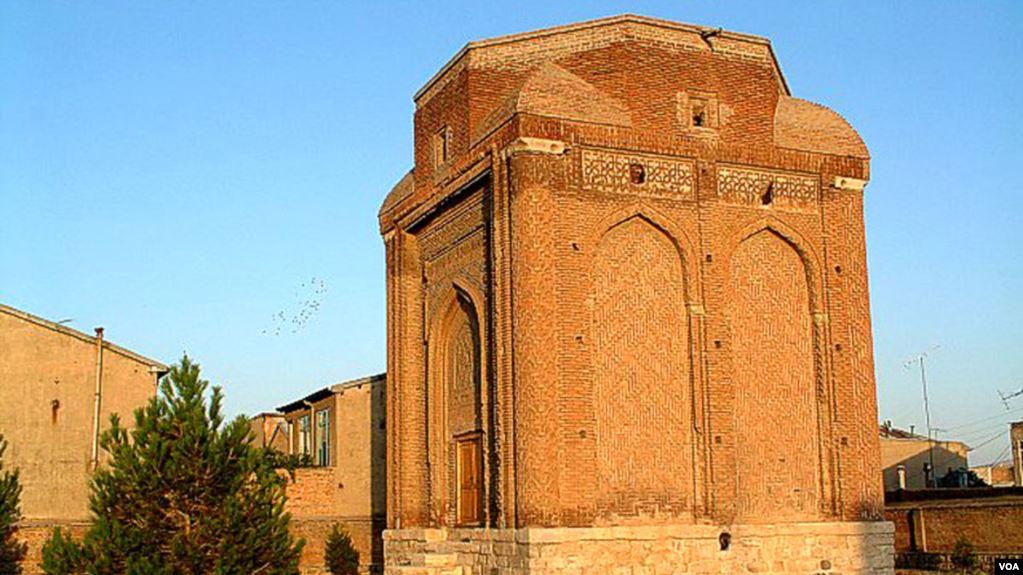 بناهای تاریخی مراغه در حال تخریب است