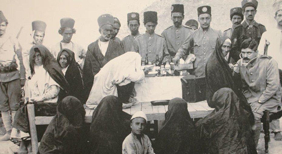 روحانیت و تکرار تاریخ؛ موضع خامنهای در برابر واکسن کرونا